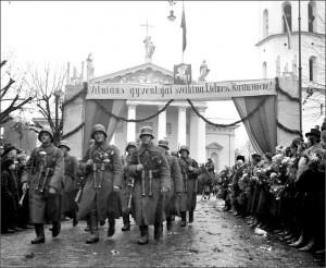 lietuvos-kariuomenes-paradas-katedros-aiksteje-1939-m-lapkricio-15-organizacijos nuotr