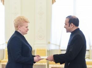 Prezidentė priima Indijos ambasadoriaus Ajay Bisarios skiriamuosius raštus.
