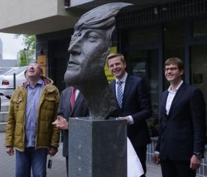 Dzonui Lenonui skulpturos atidengimas_rengeju nuotr.