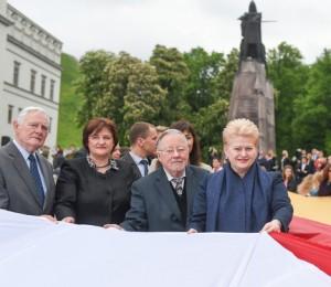 prezidente.Landsbergis prie Gedimino paminklo_lrp.lt