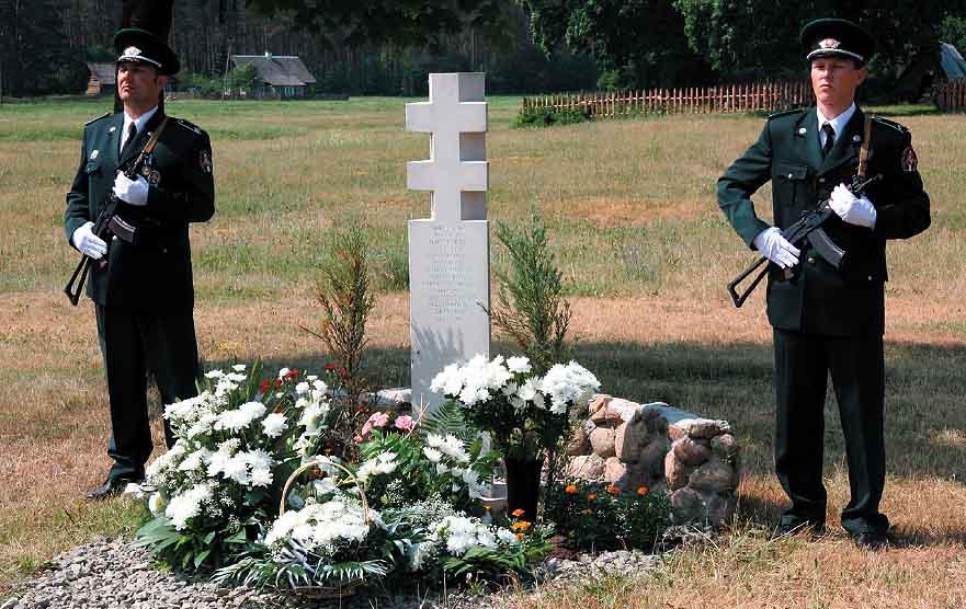 2005m-Utoje-pastatytas-paminklas-Aleksandrui-Barauskui