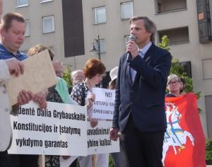 Mitinge kalba Vilniaus tarybos narys Gintaras Karosas | Alkas.lt, J.Vaiškūno nuotr.