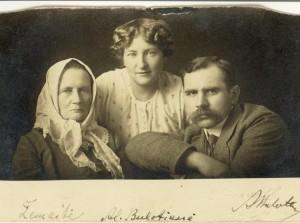 Zemaite su  Aleksandra ir Andriumi Bulotomis_archyvo nuotr