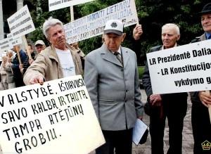 Piketas prie Seimo už lietuvių valstybinę kalbą | J. Česnavičiaus nuotr.