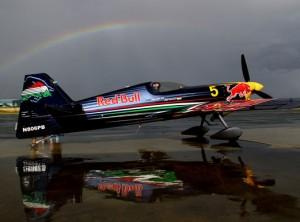 """""""Red Bull"""" Extra 330 SC - populiariausias akrobatinis lėktuvas pasaulyje   rengėjų nuotr."""