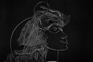 Daivos Rohde sukurtos pakabos, ant kurios eksponuojama suknelė, profilis. Nuotrauka iš asmeninio archyvo.