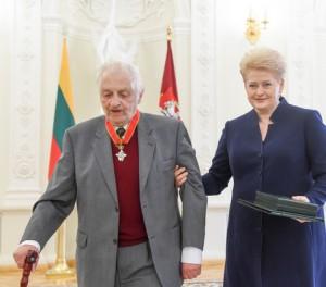 Akademikas Zigmas Zinkevičius ir Lietuvos Respublikos Prezidentė Dalia Grybauskaitė | lrp.lt nuotr.