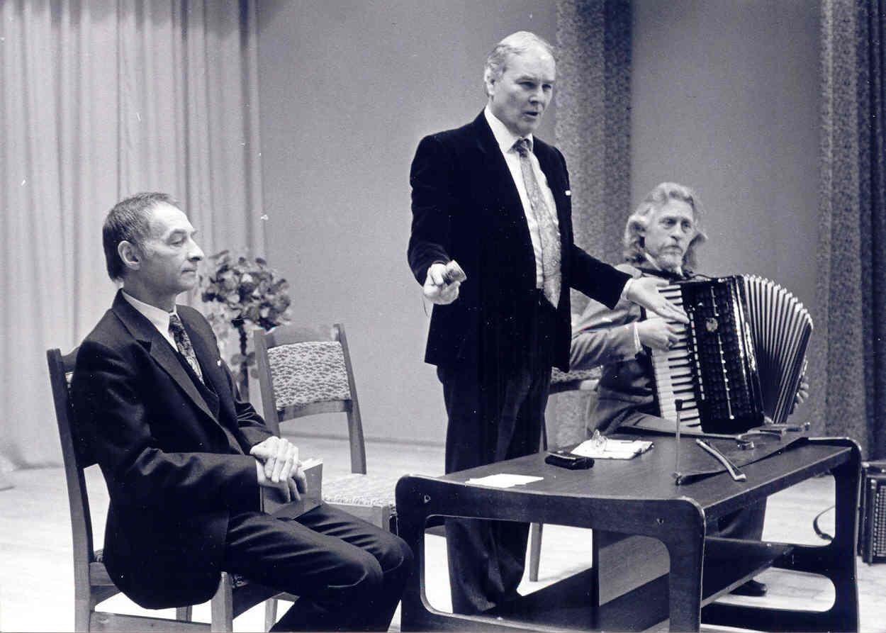 Danielius_Sadauskas_Mokytojų namuose. Vakaras Vienažindžiui atminti 1993 m. | A. Žižiūno nuotr.