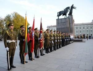 kariai prie Gedimino paminklo_kam.lt