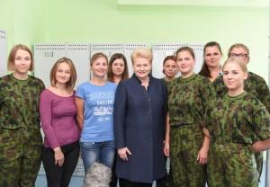 prezidente sveikina pirmuosius karius-savanorius_lrp.lt