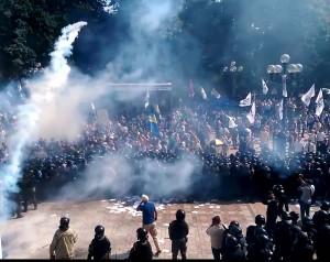 riauses-prie-ukrainos-auksciausiosios-rados-yputube.com-nuotr