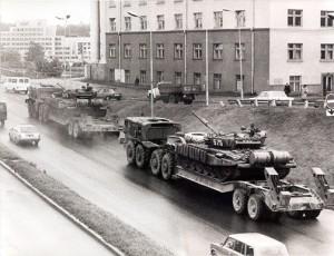 107-osios motošaulių divizijos karinė technika jau išvežama iš Vilniaus Šiaurės miestelio | kam.lt, . Sabaliausko nuotr.