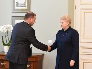Prezidentė priima vidaus reikalų ministrą Saulių Skvernelį.