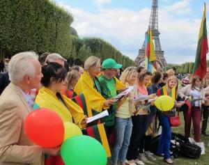uzsienio lietuviai Paryziuje mini Baltijos kelia 2014_rengeju nuotr.