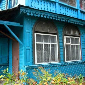 Priebutis-veranda su dekoratyviai skaidytais stiklais bei grotelėmis | A. Stabrausko nuotrauka.