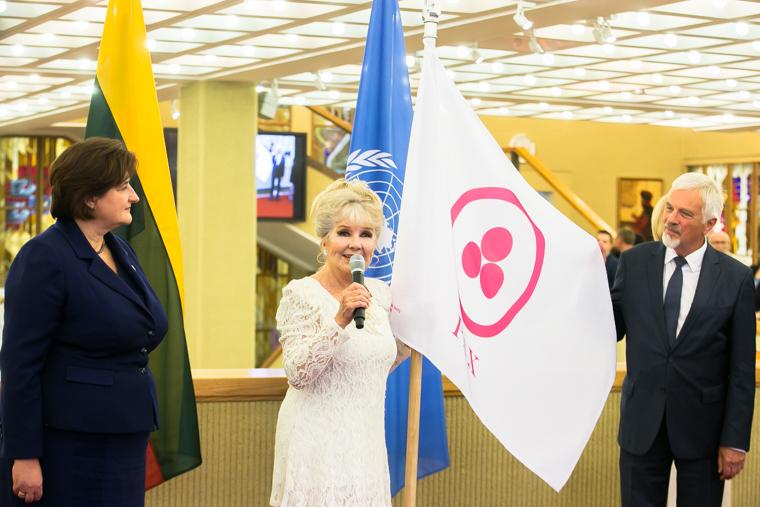 taikos-veliava-Seime-2015-lrs.lt-o.posaskovos-nuotr