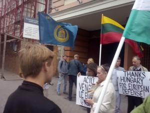 Tautininkų padėkos akcija prie Vengrijos ambasados | Alkas.lt, T. Baranausko nuotr.
