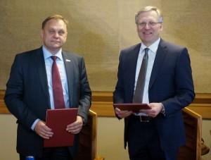 LVK prezidentas Valdas Sutkus ir VU rektorius Artūras Žukauskas