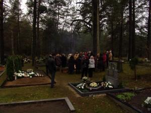 Margionių kaimo kapinėse, Varėnos r. Nuotrauka iš N. Marcinkevičienės asmeninio archyvo.