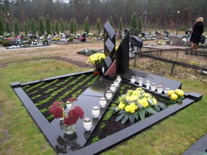Varėnos kapinėse. Nuotrauka iš N. Marcinkevičienės asmeninio archyvo.
