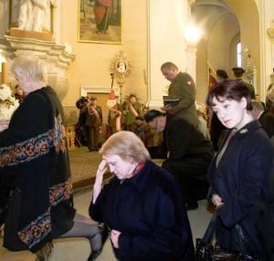V. Aleknaitė Abramikienė meldžiasi Dievui | Alkas.lt nuotr.