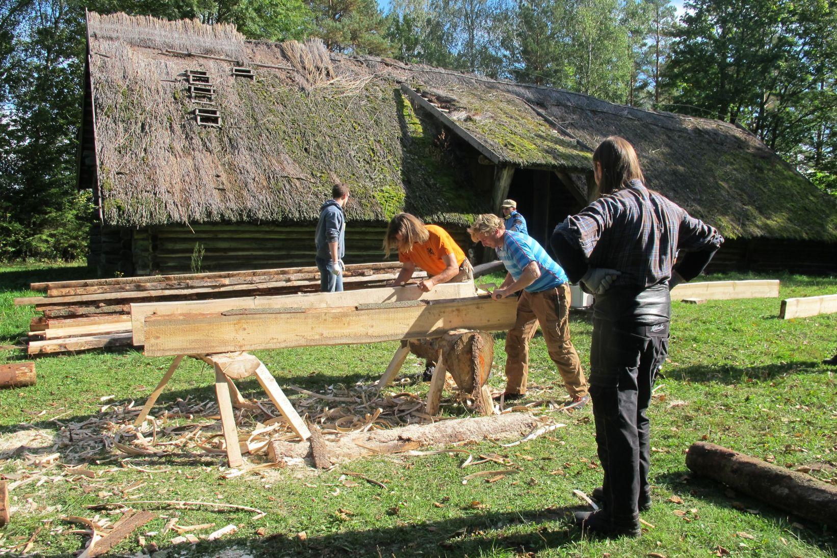 Vyksta darbai medžio meistrų mokymuose | Rengėjų nuotr.