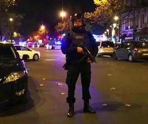 Paryžiuje įvykdytas žiaurus teroristinis išpuolis | sky-news stop kadras