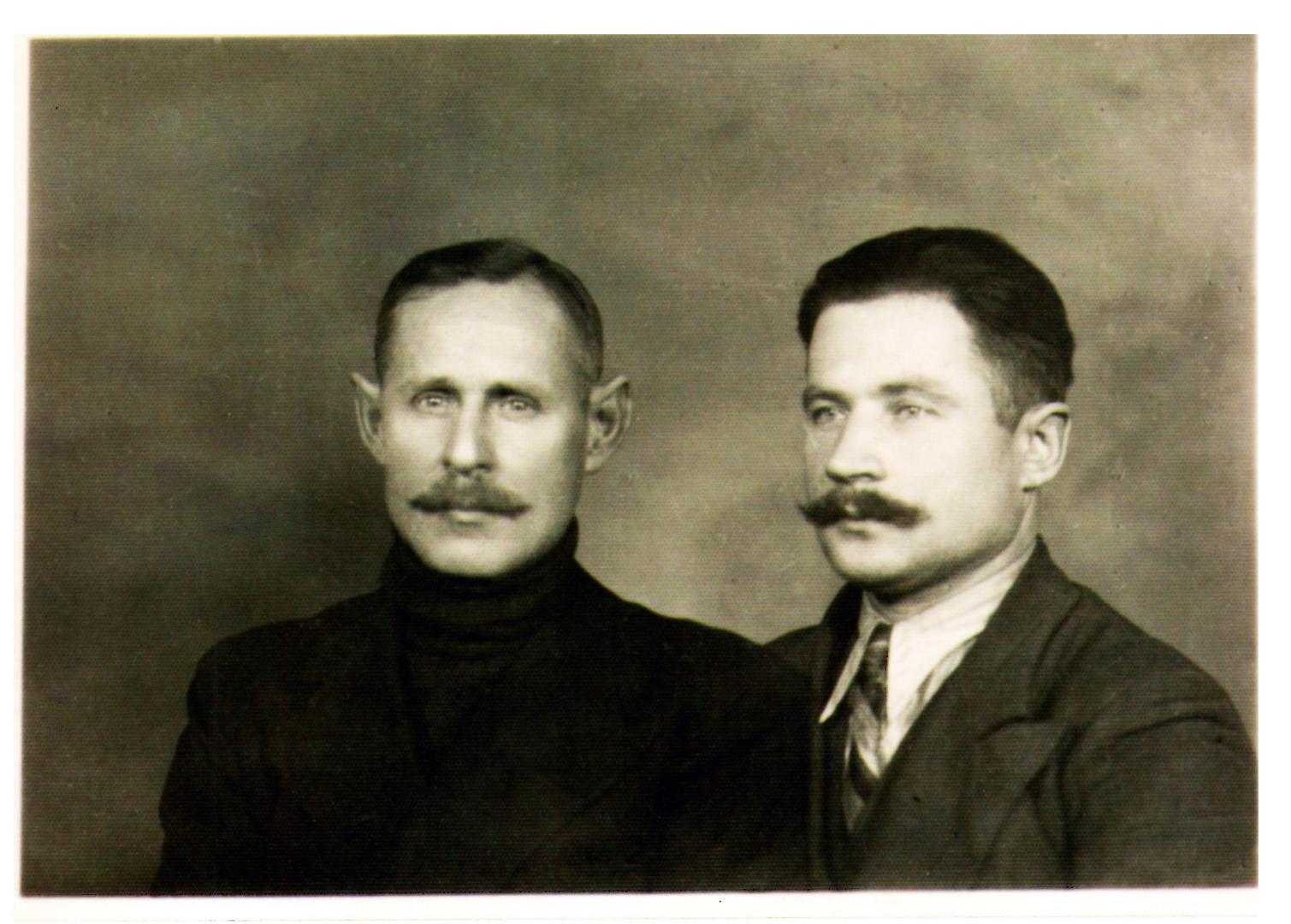 11 pav. Katedros lobyno slėpėjai: Kajetanas Gratulevičius (kairėje) ir Janas Malyško, 1939 m. rudenį Vokietijai užpuolus Lenkiją, kaip gedulo ženklą užsiaugino ūsus. Nuotr. iš A. Malyško asmeninio archyvo