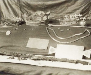 7 pav. Karališkosios insignijos Vilniaus katedroje, 1932 m. Nuotr. iš autoriaus asmeninio archyvo