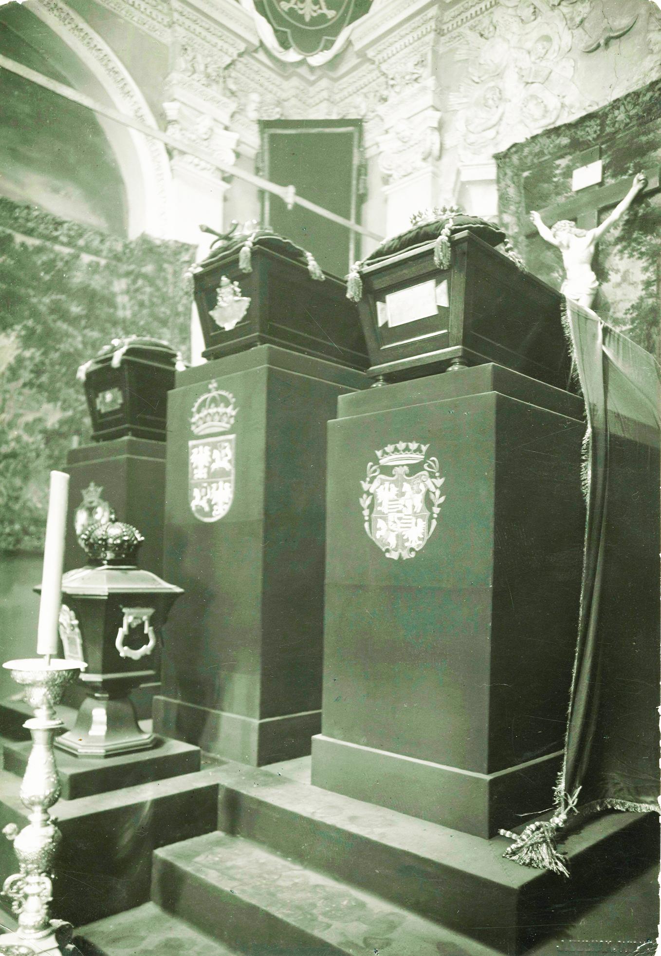 9 pav. Karališkieji palaikai provizoriniame mauzoliejuje po 1933 m. rugsėjo 21 d. Nuotr. iš LVIA f. 1135-3-308(28)