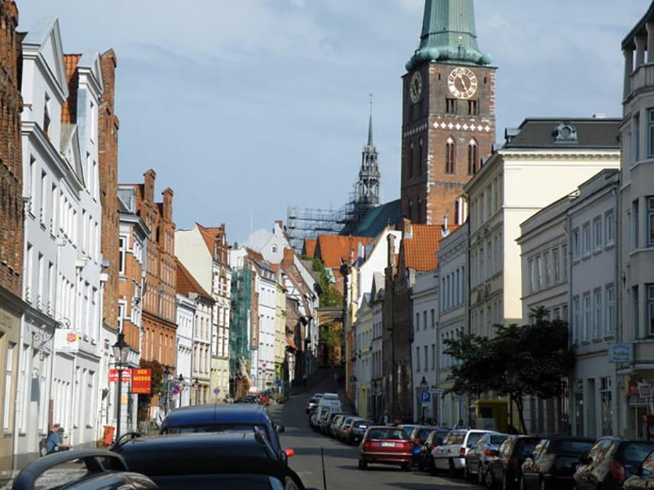 Tipiškas Liubeko gatvės vaizdas. Helmuto Mafrio nuotrauka.