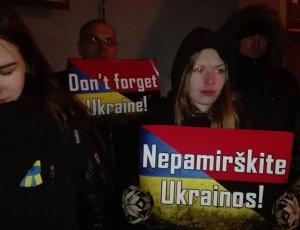 Ukrainos palaikymo akcija prie Ukrainos ambasados | Alkas.lt, T. Baranausko nuotr.