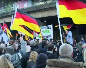 <i>Pegida</i> demonstracija prieš Europos islamizaciją Kelne | deutsch.rt.com stop kadras