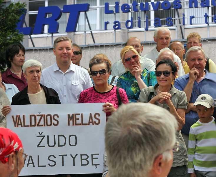Protesto akcija prie LRT, 2012 06 19 | Alkas.lt nuotr.