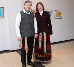 Kedainiu meras S. Grinkevicius su zmona Aldona su tautiniais rubais