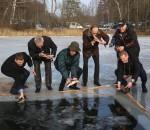 Zvejai prie eketes Mindunuose_rengeju nuotr