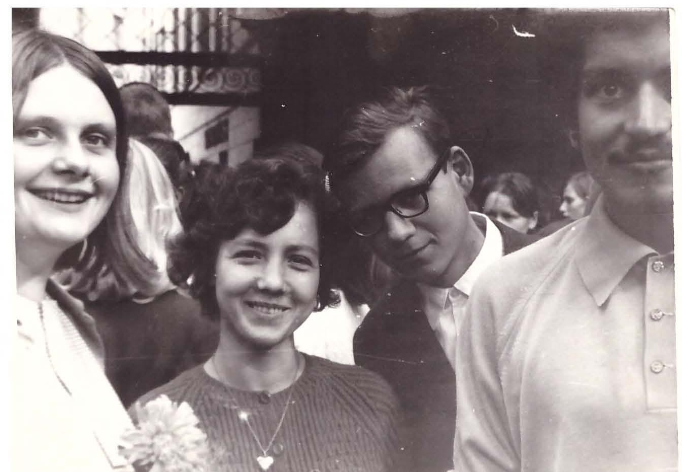 Rugsėjo 1-oji. Iš kairės: Rima Jakutytė, Dalia A. Mieliauskaitė, Romanas Zakševskis, Arūnas Sverdiolas.   Nuotr. iš asmeninio archyvo