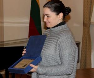 Apdovanojimą atsiėmė dr. Kazio Napoleono Kitkausko dukra Austė Petrauskienė | A. Virvičienės ir J. Česnavičiaus nuotr.