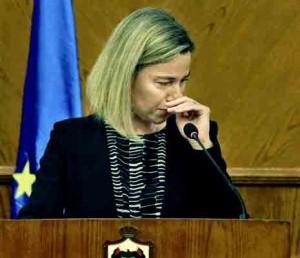 Federika Mogerini per spaudos konferencija skirtą teroro išpuoliams pravirko | youtube.com stop kadras