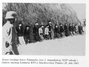 Vokiečiai šaudo serbų kovotojus Smederevska Palankoje 1941 m. liepos 20 d.