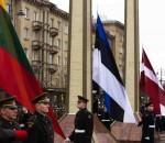 Kovo 11-ąjąNepriklausomybės aikštėje iškeltos trijų Baltijos valstybių vėliavos | Alkas.lt, A. Sartanavičiaus nuotr.