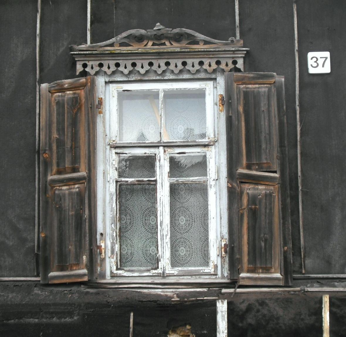 Žvėryno langų puošyba. Lenktoji g. 37. | A. Stabrausko nuotr.