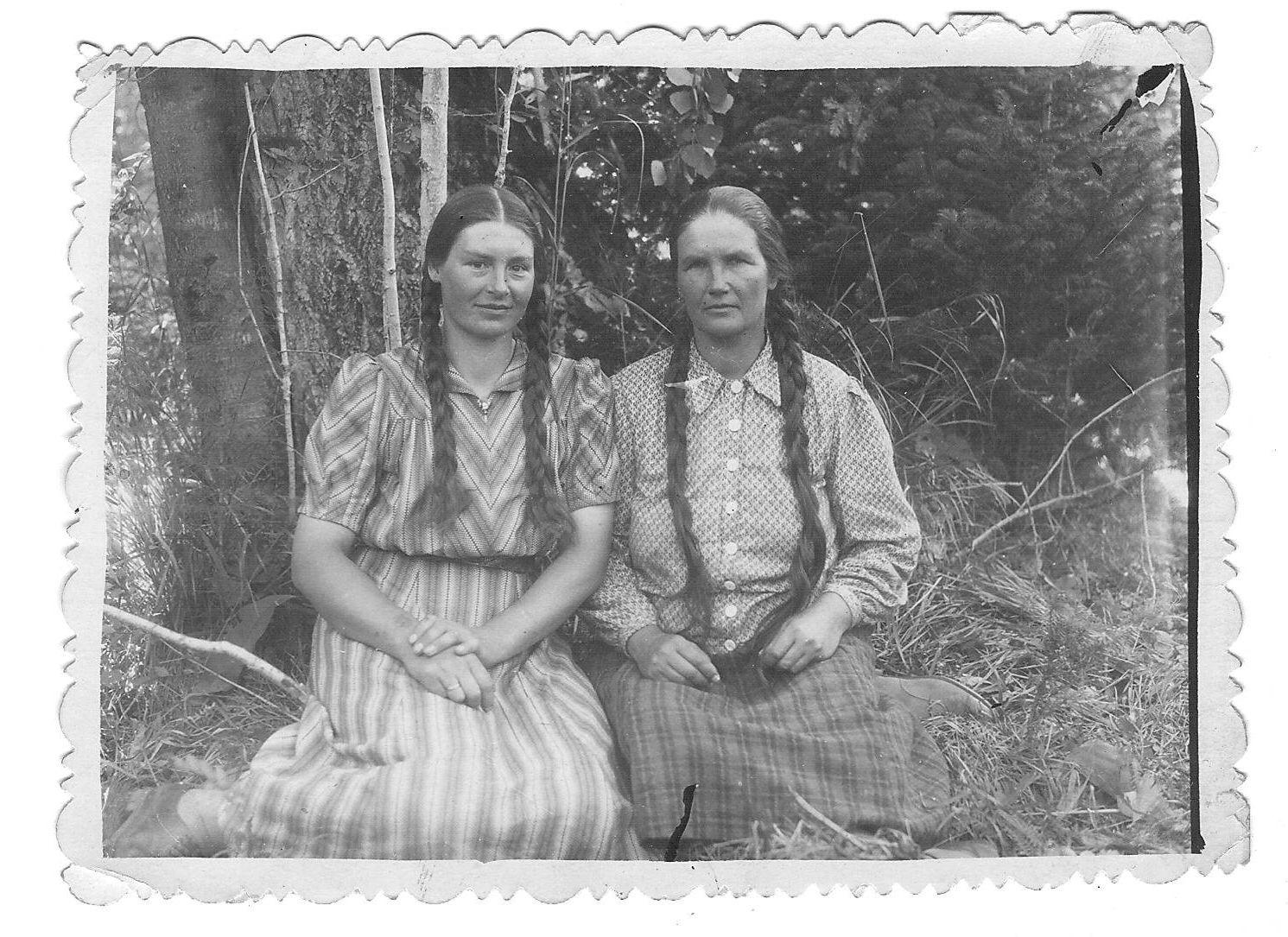 Iš kairės – Julija Balcienė ir Terese Marcinskiene.Krasnojarsko krastas. Apie 1953 m.asmen.nuotr