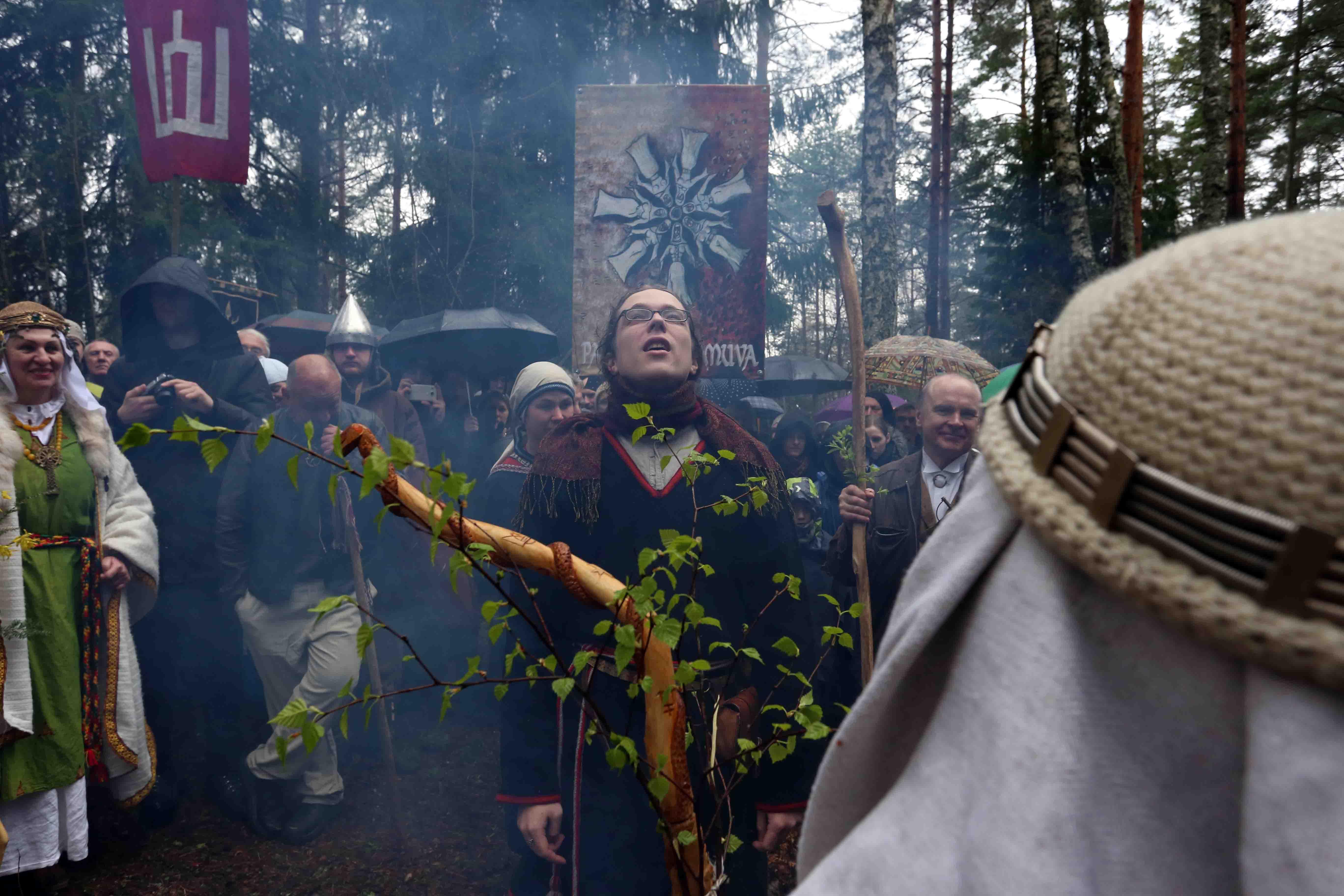Įšvenčiamieji į Vaidilas gavo Krivės ir Vaidilų palaimintus galios ženklus – krivules | Alkas.lt, A. Sartanavičiaus nuotr.