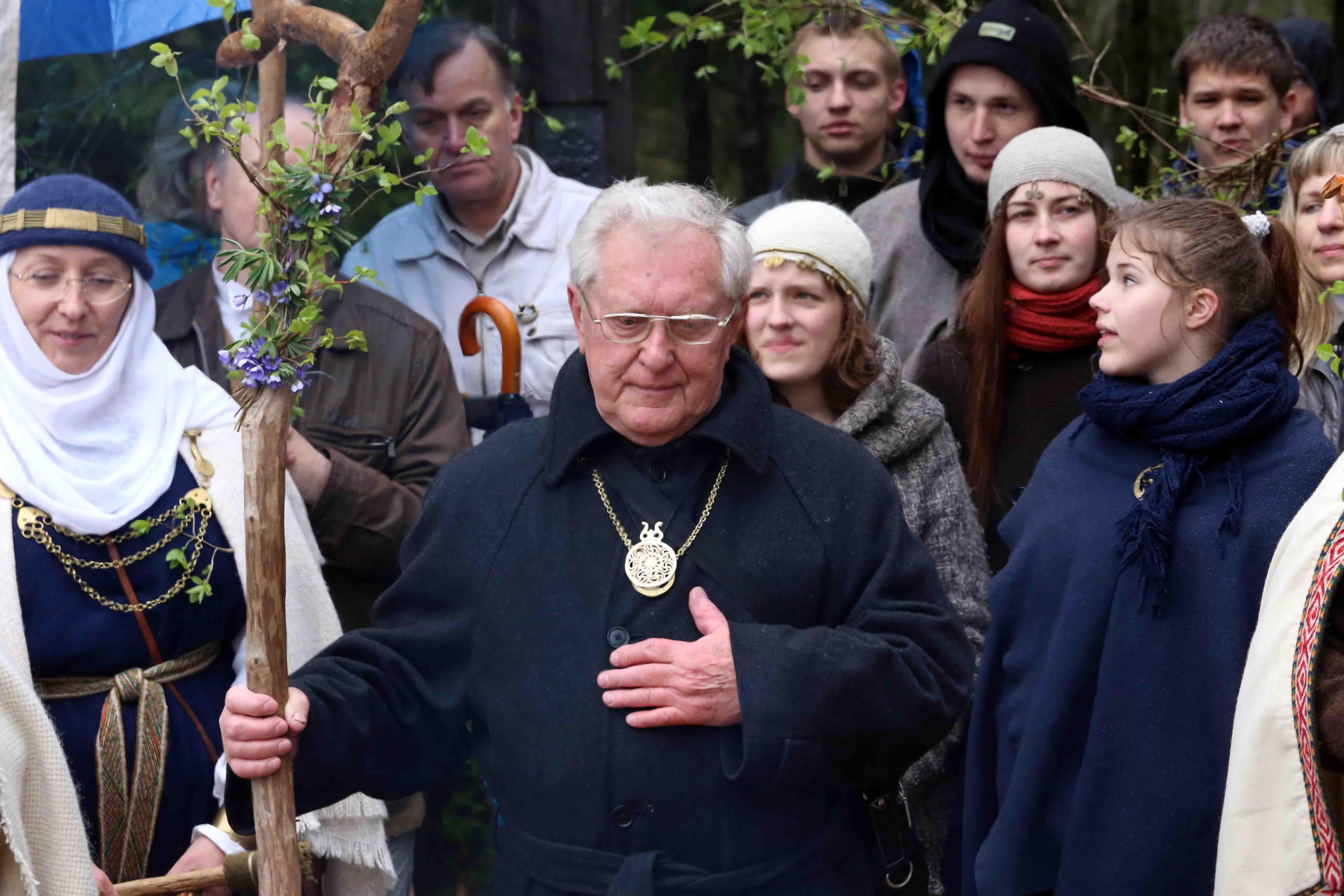 Akademikui Romualdui Grigui įteiktas Garbės Vaidilos ženklas | Alkas.lt, A.Sartanavičiaus nuotr.
