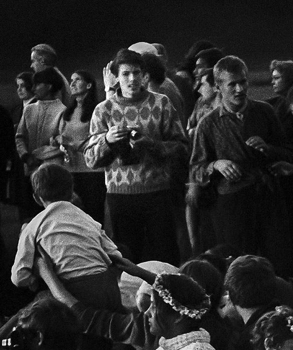 Vytautas Daraškevičius (viduryje) 1970-ųjų metų Rasos šventėje Kernavėje | V. Naujiko nuotr.