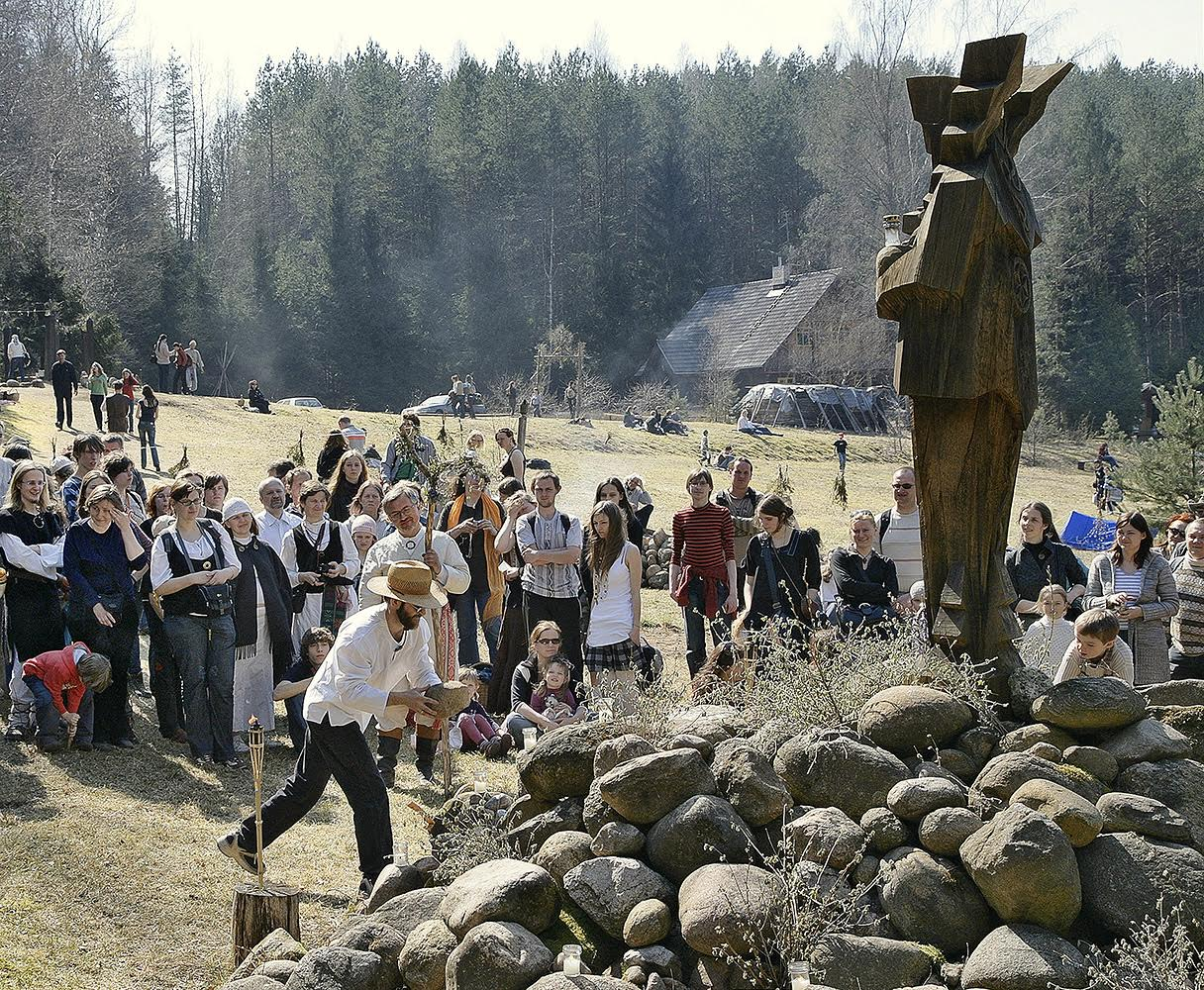 Akmenų aukojimas Perkūno šventovėje | Alkas.lt, A. Daraškevičiaus nuotr.