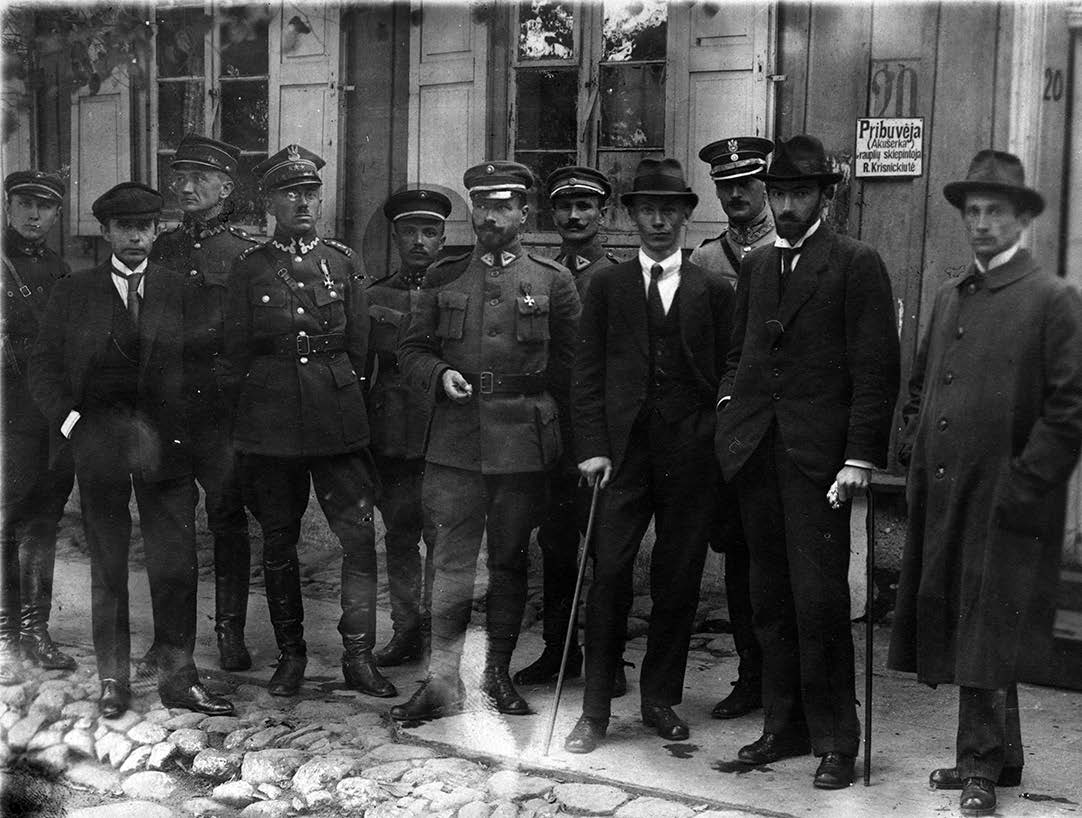 Lietuvos ir Lenkijos derybų delegacijos Kalvarijoje (Marijampolės apskr.), atvykę tartis dėl karo veiksmų sustabdymo. 1920. Autorius nežinomas | LCVA nuotr.