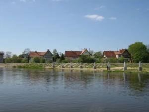 Rusnė nuo Rusnės upės pusės | wikipedia.org nuotr.