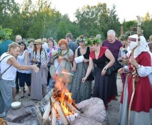 Naisiuose antrą kartą atšvęsta Rasos šventė   V. Šalavėjaus nuotr.